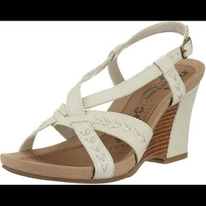 Hush puppies strappy wedge sandal white 7W NWOT